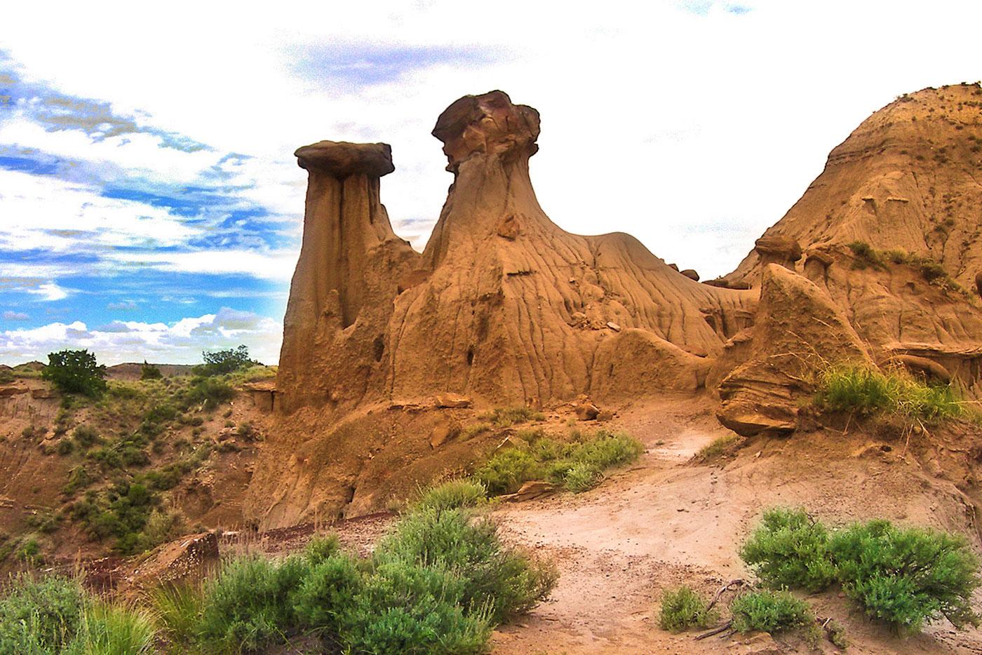 Makoshika-rock-formations_largecolor
